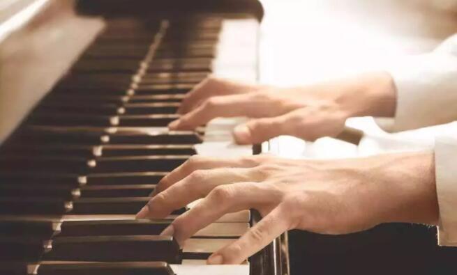 三和弦钢琴调律维修工作室,服务项目包括:钢琴调律,钢琴维修,钢琴整理,钢琴补漆,钢琴外观抛光,石家庄钢琴调律维修电话:15830649179。